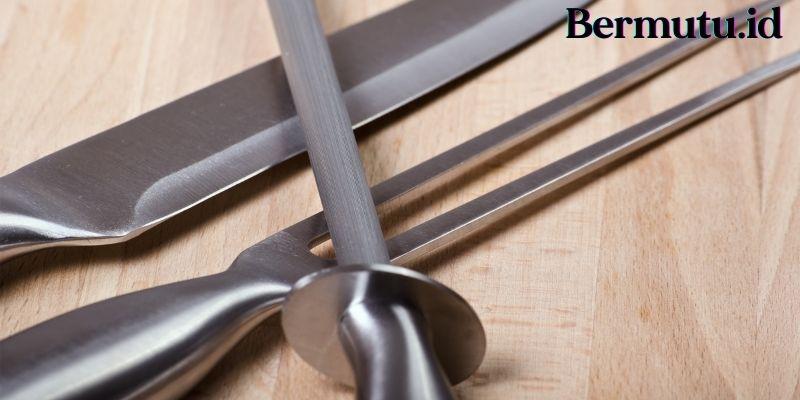 Tips Merawat Lantai Kayu - hindari penggunaan peralatan tajam