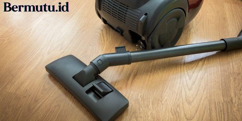 Tips Merawat Lantai Kayu - sesekali gunakan vacuum cleaner