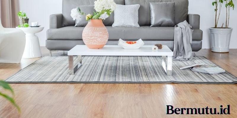 Tips Merawat Lantai Kayu - lapisi dengan karpet