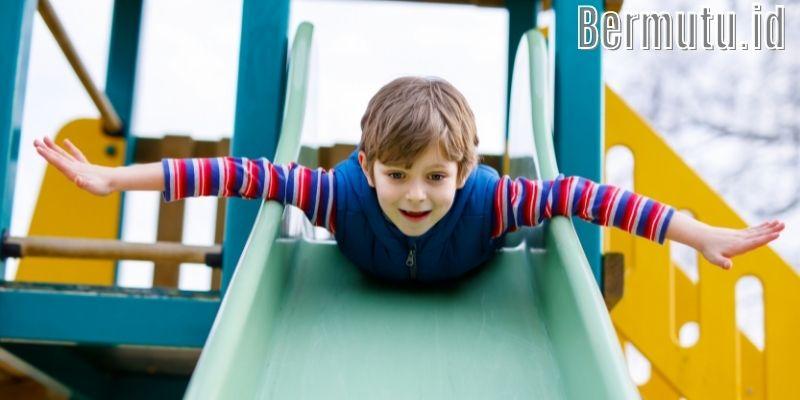 Inspirasi Dekorasi Desain Taman Bermain Anak - berkreasi dengan perosotan