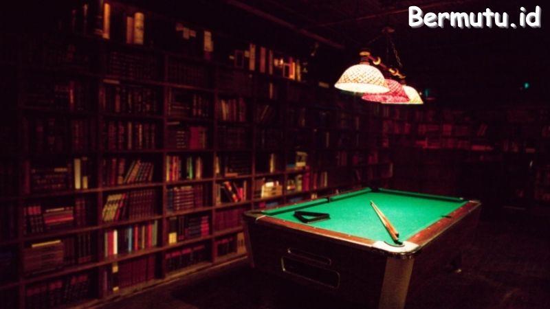 Tips Mendekorasi Ruang Billiard - sediakan rak