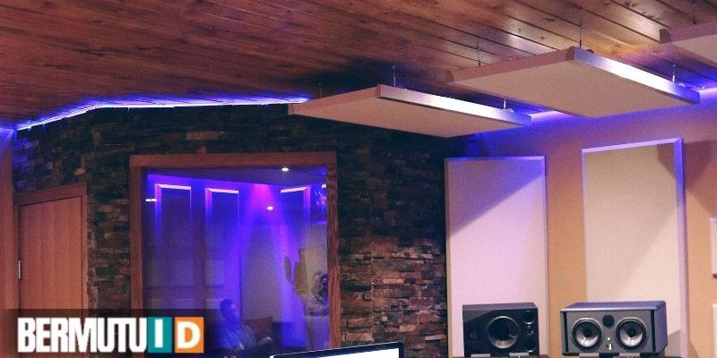 keunggulan plafon kayu - menyerap akustik