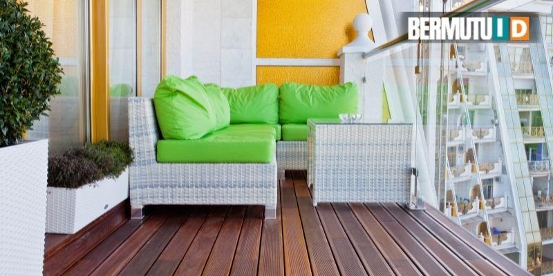 Decking Kayu Merbau yang Terpasang di balkon