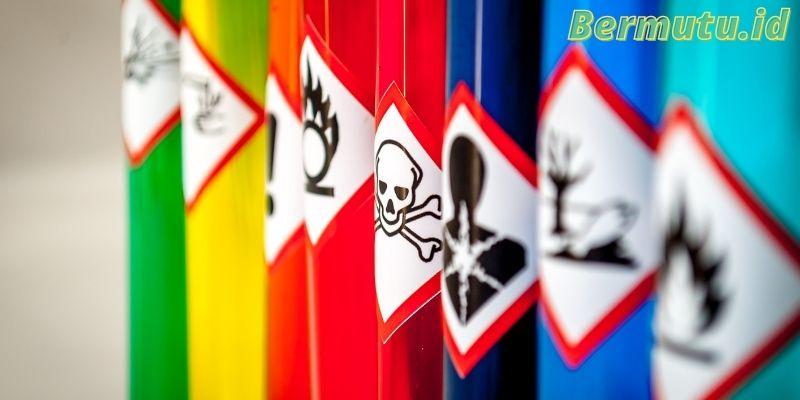 Jauhkan Bahan-bahan Kimia dan Obatan-obatan Dari Pandangan Anak