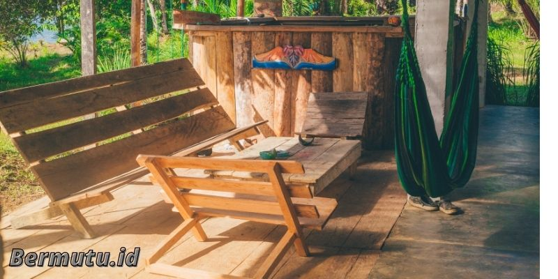 Menjemur perabotan Furniture Kayu