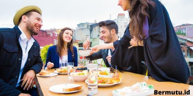 fungsi rooftop Sebagai Ruang Makan Outdoor