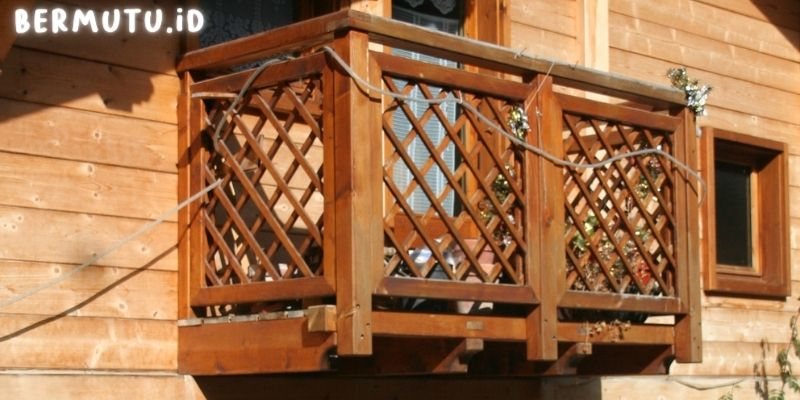 Desain Pagar Balkon Kayu