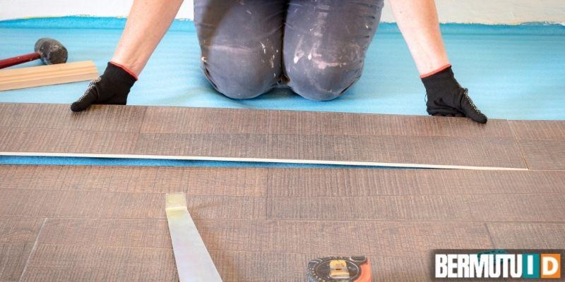 cara memasang lantai laminated - menyusun lembaran parket